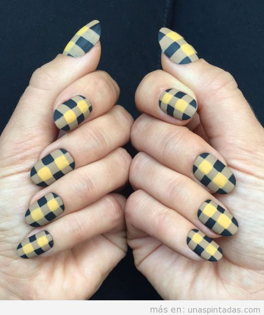 Nail Art estampado cuadros amarillo, otoño 2015