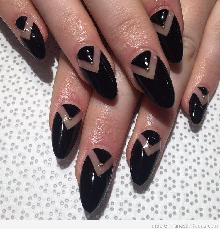 Nail Art geométrico negro y transparente con perlita dorada