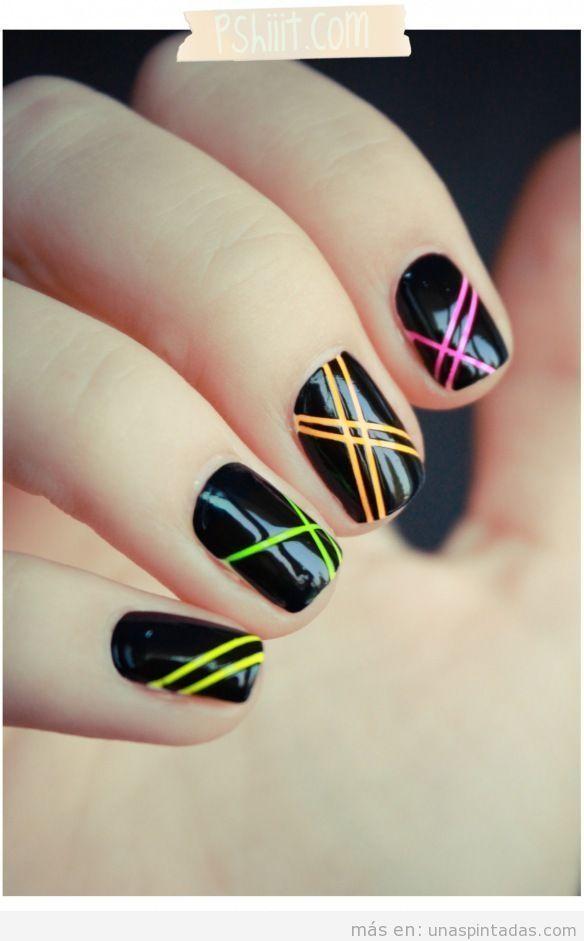 Técnica uñas con rayas utilizando cinta