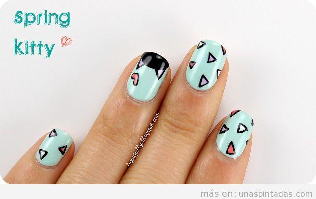 Diseño de uñas con triángulos y gatos para primavera