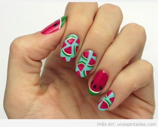 pintado de uñas con dibujo de sandías en las uñas