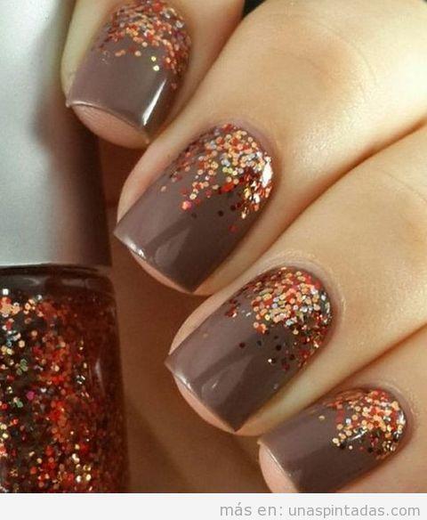 Decoración de uñas con colores otoñales y purpurina 2