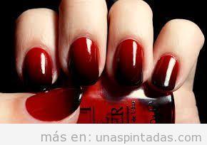 Diseño de uñas gótico en rojo y negro