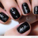 Uñas góticas: manicuras oscuras y góticas de color negro y rojo sangre