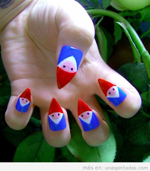 Diseño de uñas con la forma de un gnomo