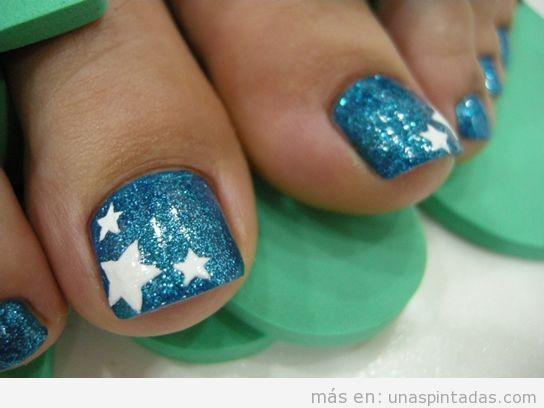 Decoración uñas pies con dibujo fácil de estrella