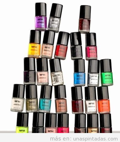 Imagen de botes de pintura de uñas