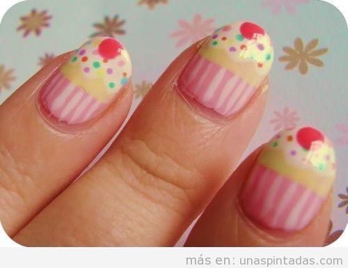 Uñas decoradas con bonitos cupcakes paso a paso