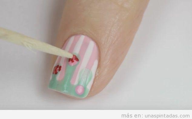 Tutorial uñas vintage rosa y rayas paso 3