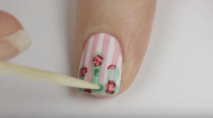 Tutorial uñas vintage rosa y rayas paso 4