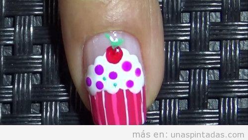 Uñas decoradas con cupcakes paso 5