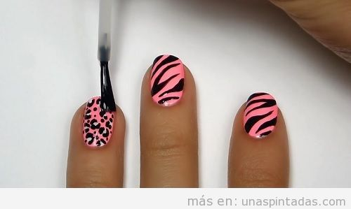 Uñas animal print de cebra