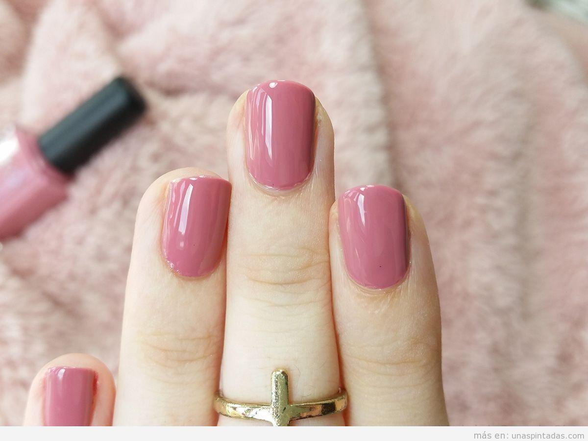 Uñas naturales pintadas de color rosa