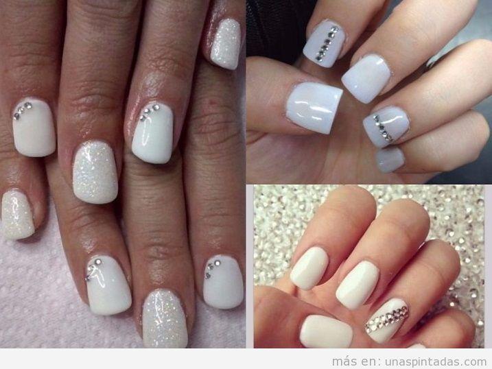 Decoración uñas pintadas de blanco con brillantes