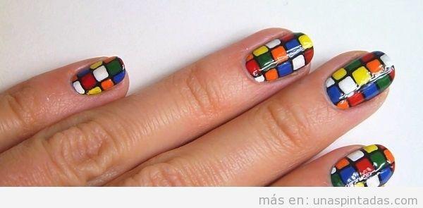 Uñas decoradas frikis con el cubo de Rubik