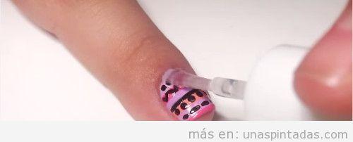 Uñas tribales rosa y lila