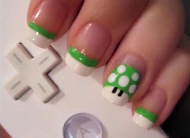 Uñas decoradas con la seta de Mario Bros