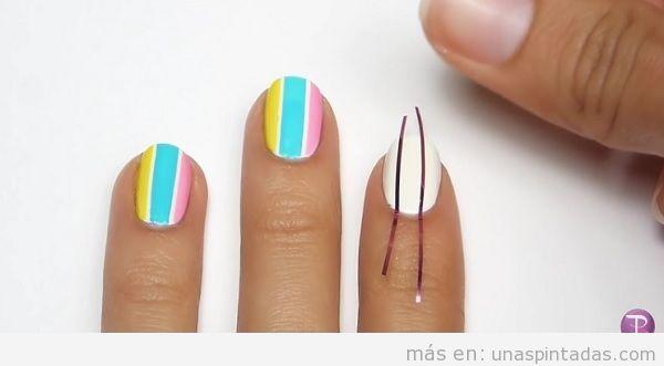 Tutorial uñas rayas verticales paso 1