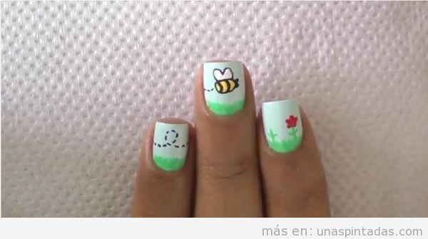 Uñas con abejas y flores para niños