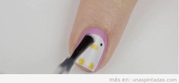 Uñas pintadas con pingüinos