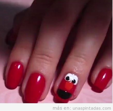 Uñas pintadas con Elmo de Barrio Sésamo