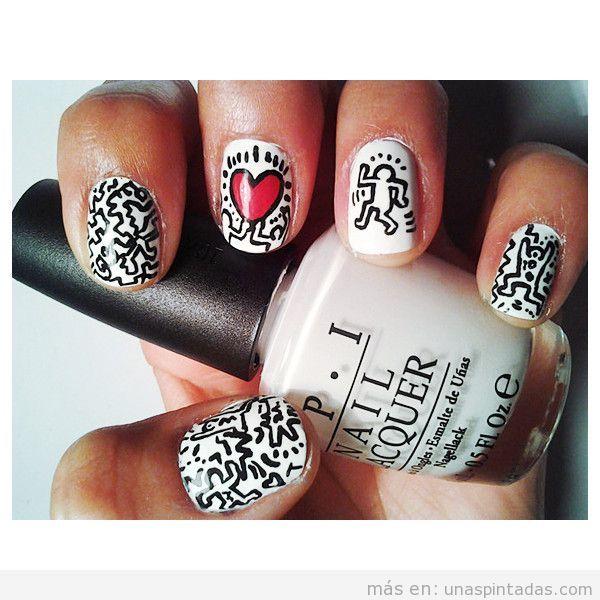 Decoración de uñas inspirada en un cuadro de keith Haring