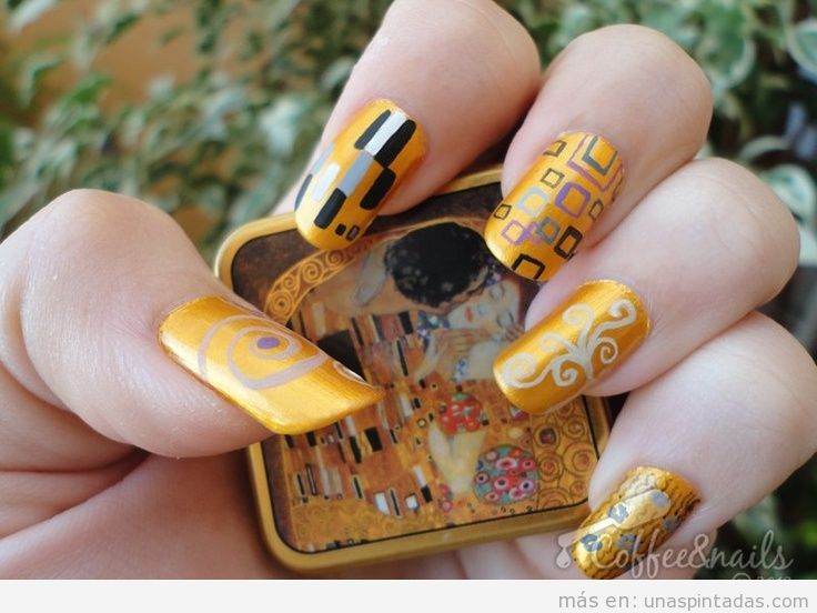 Decoración de uñas inspirada en un cuadro de Klimt