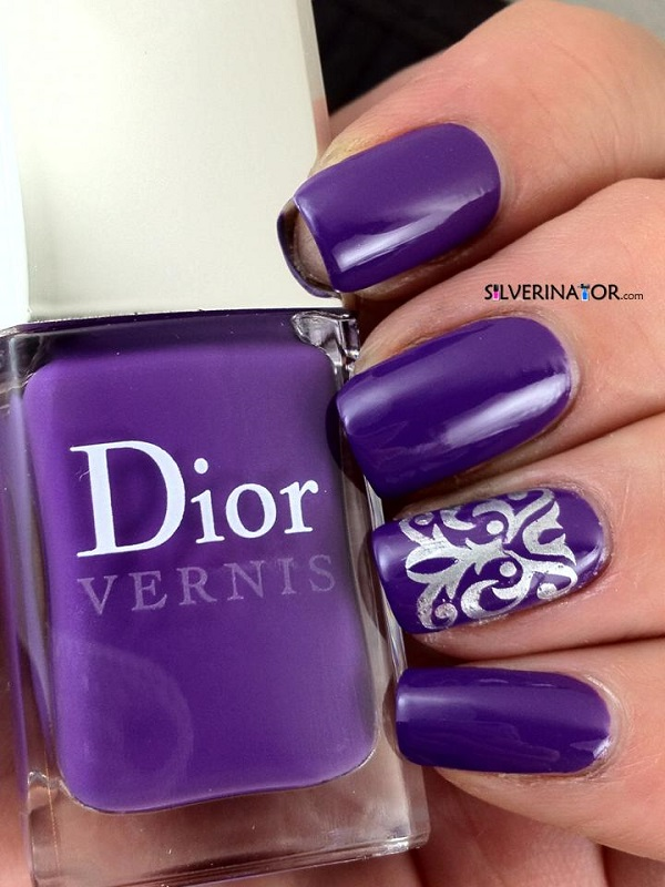 11 Uñas pintadas color Ultra Violet, Pantone año 2018