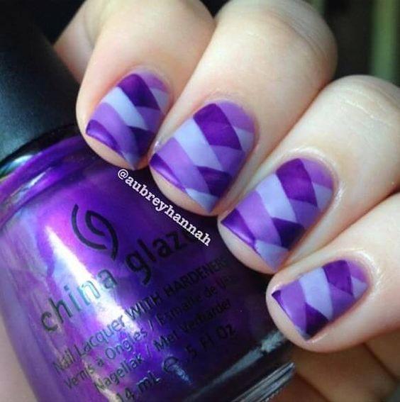 5 Uñas pintadas color Ultra Violet, Pantone año 2018