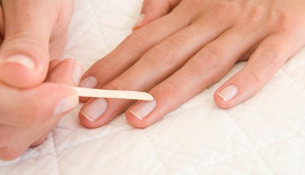 Consejos uñas sanas y bonitas, empujar cutículas