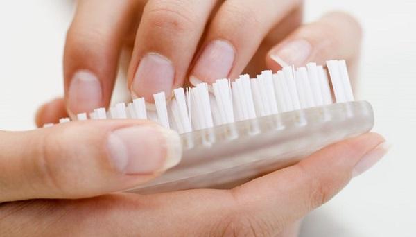 Consejos uñas sanas y bonitas, cepillar