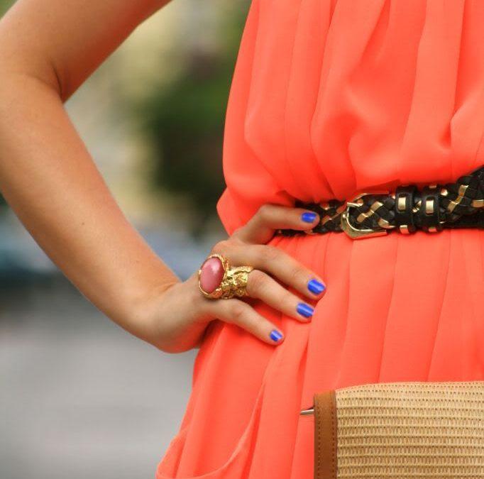 Cómo combinar colores de uñas con la ropa